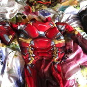 Iron Man civil war costume size small(6-7)